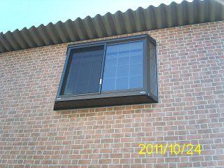 コンテナオフィス(2階建て) 出窓の外側の様子