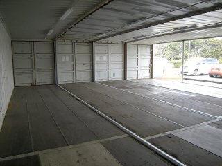 40フィートコンテナ 4連結全面フルシャッターコンテナ倉庫 内観1
