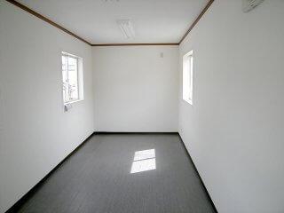 事務所型コンテナハウス2階建て 内観
