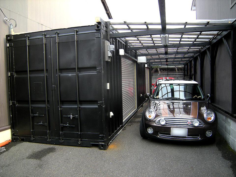 駐車スペース&コンテナガレージwith自動車