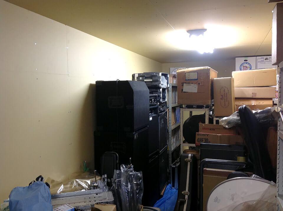 40フィートコンテナ倉庫の内観 楽器置き場