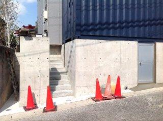 40フィートコンテナ倉庫の階段