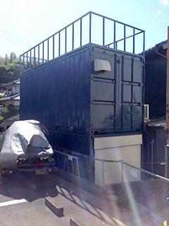 事務所兼倉庫型コンテナハウス2階建て 裏側