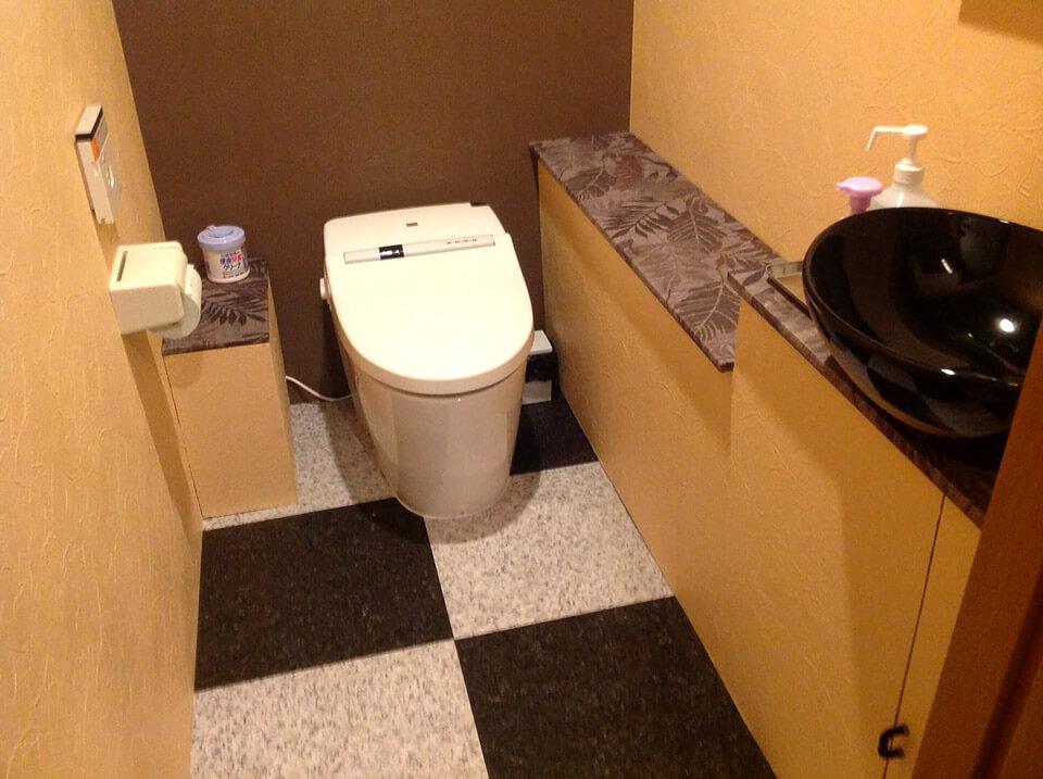 40フィート店舗型コンテナバー(BAR) トイレアップ