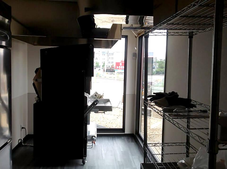 店舗型コンテナハウス バウムクーヘン屋さん内観2