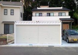 新築住宅横に自動車用コンテナガレージを設置