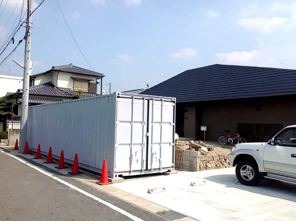 40フィートコンテナ倉庫 新築住宅横に設置