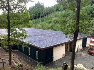 コンテナを使った馬の厩舎 屋根部分
