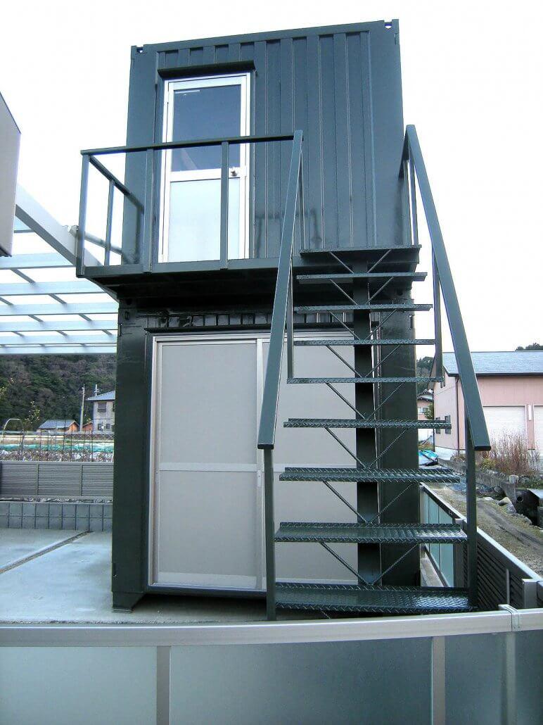 2階建てコンテナハウス 正面写真