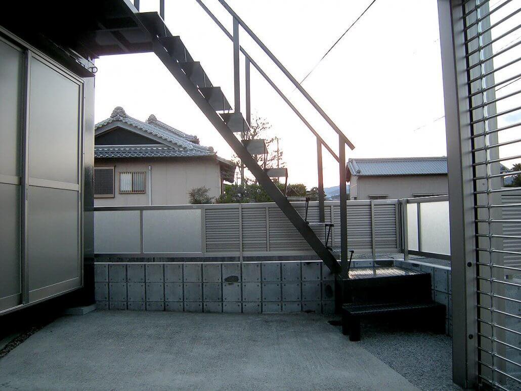 2階建てコンテナハウス 外階段