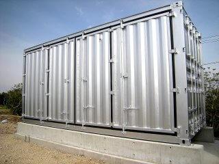 太陽光発電のパワーコンディショナー用にコンテナ保管庫を利用