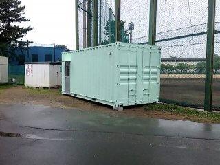 コンテナハウスで野球部部室・遮熱塗料と内装断熱済み