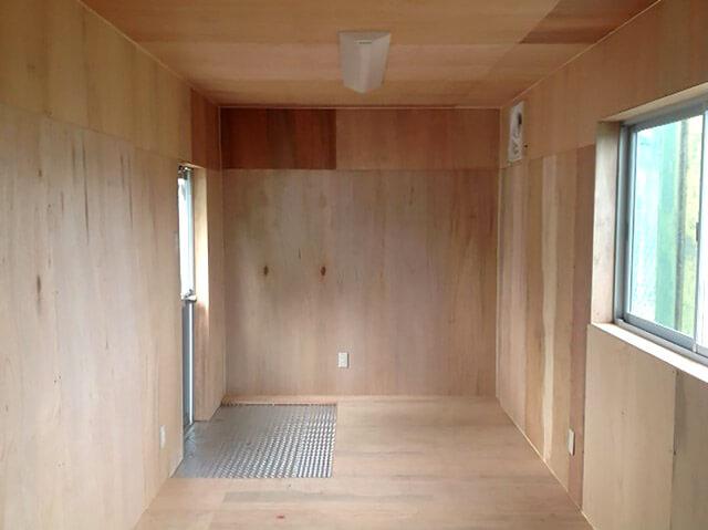 コンテナハウスで作った野球部部室の中