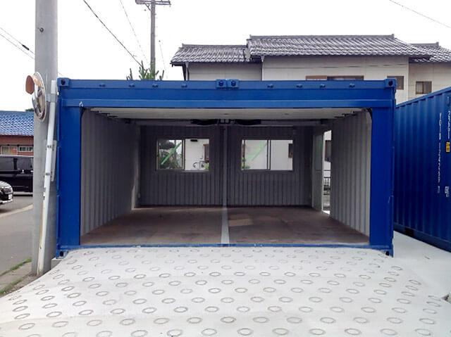 20フィートコンテナを2連結した電動ガレージ付きコンテナ倉庫 フルオープン時3