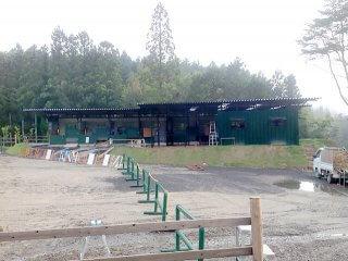 乗馬クラブの馬の厩舎をコンテナハウスで増築