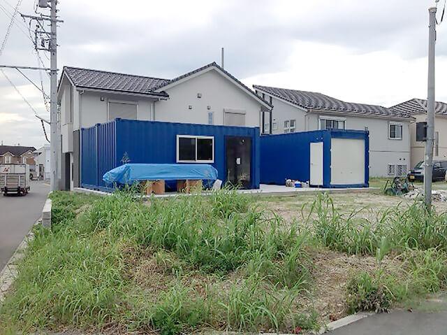 事務所型コンテナハウスとコンテナ倉庫 全景