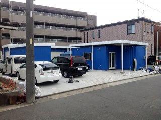 事務所型コンテナハウスとコンテナ倉庫 正面写真