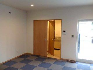 事務所型コンテナハウスの引き戸