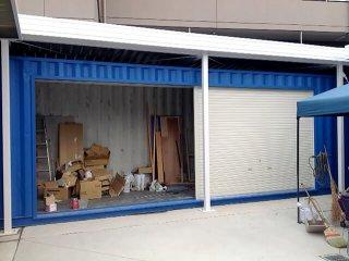 シャッター付きコンテナ倉庫 片側だけオープン