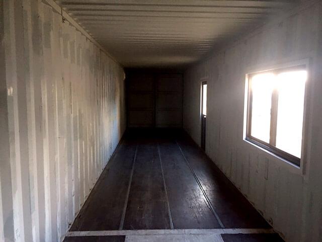自宅敷地内に40フィートコンテナ倉庫の内観