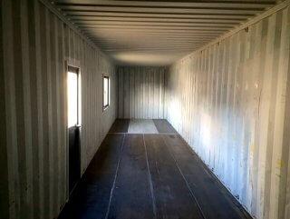 自宅敷地内に40フィートコンテナ倉庫を設置 内観の逆側