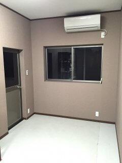 自宅敷地内にコンテナ倉庫兼事務所の内観 エアコンと照明完備