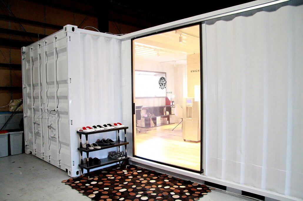 オシャレな事務所型コンテナハウス(オフィス利用) 入り口外側
