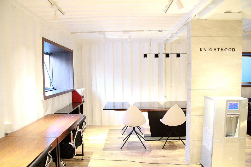 オシャレな事務所型コンテナハウス(オフィス利用) 会議室