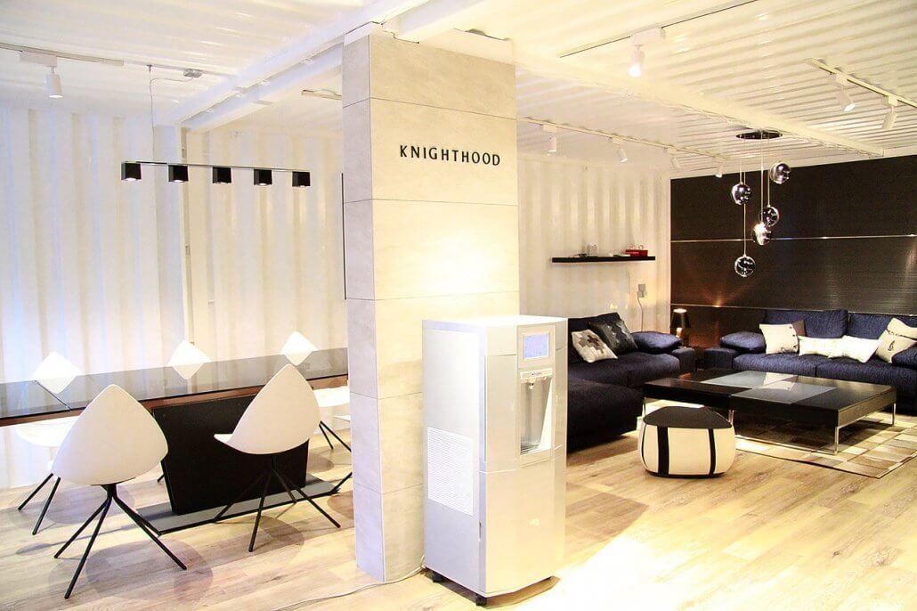 オシャレな事務所型コンテナハウス(オフィス利用) 広がりのある空間の様子