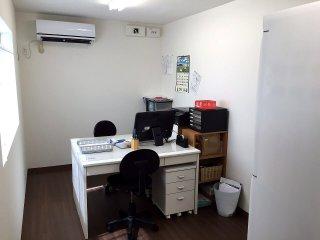 中古20フィートコンテナを使った事務所型コンテナハウスの中の様子