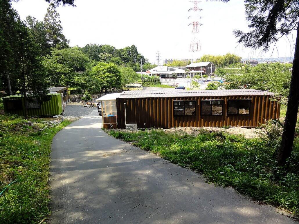 幼稚園として利用のコンテナハウス全景引きの様子