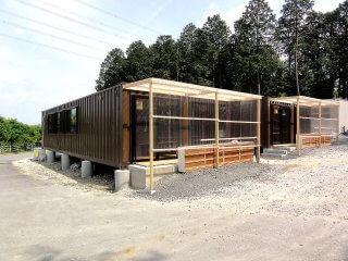 幼稚園として利用のコンテナハウス全景 40フィートコンテナ正面