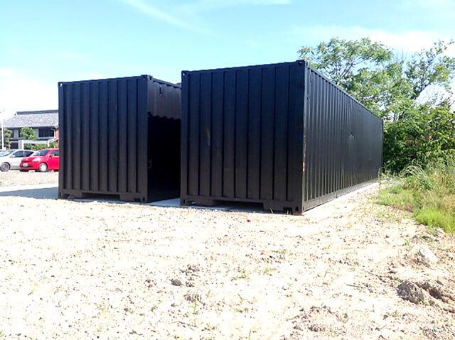 40フィートコンテナ2本を使った倉庫型コンテナハウス側面からの様子