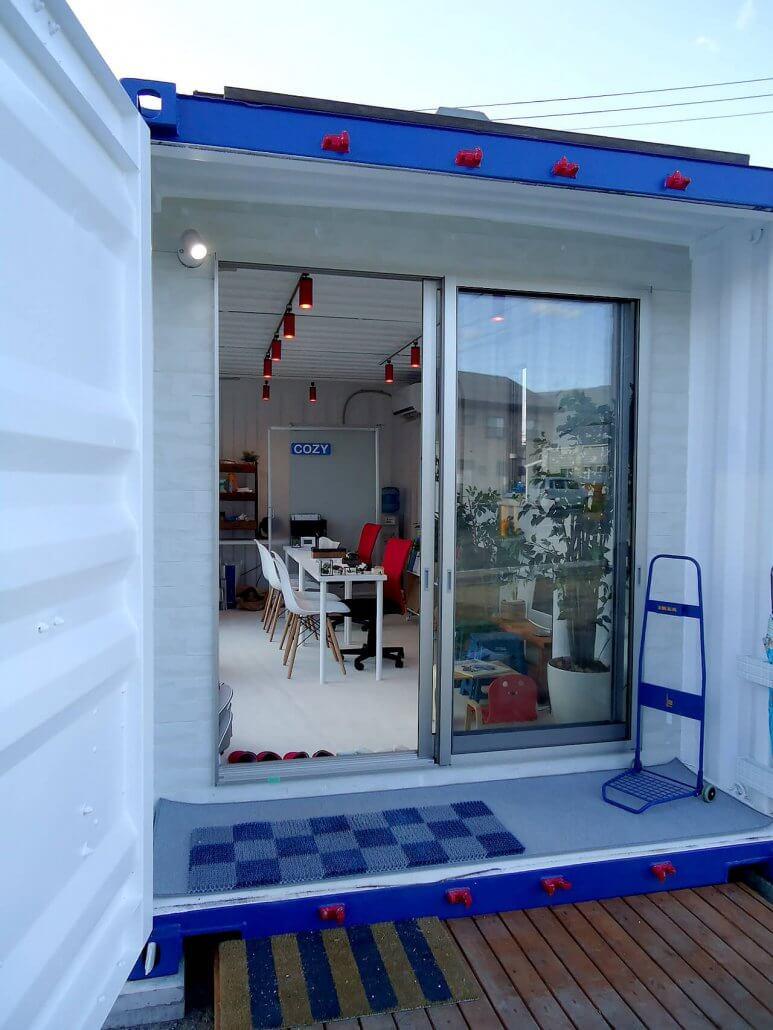 移動式事務所型コンテナハウス(コンテナオフィス)観音扉側の入り口