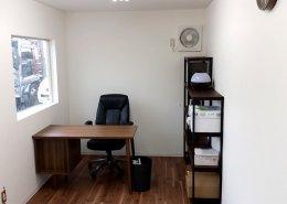 事務所型コンテナハウスの中の様子 デスク2