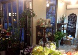 愛知県名古屋市の店舗型コンテナハウス(お花屋さん)の内観の窓の様子
