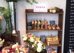 愛知県名古屋市の店舗型コンテナハウス(お花屋さん)の中の棚