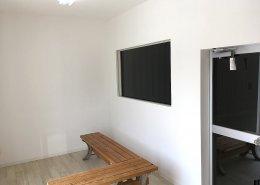 40フィートコンテナを使ったスポーツ施設型コンテナハウス(トレーニングルームとしての利用)待合室2