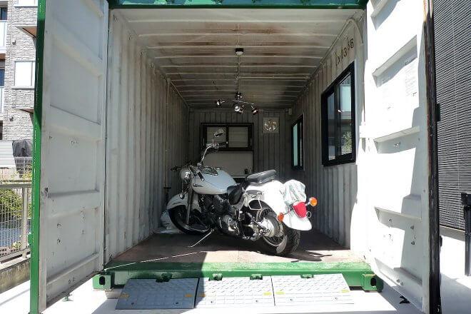 20フィートコンテナを使ったバイクガレージ