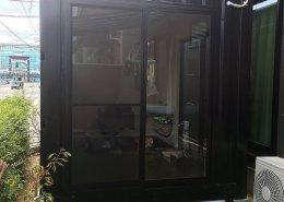 コンテナハウスの店舗利用(美容室)外観入り口