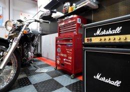 20フィートコンテナを使ったバイクガレージ 工具類