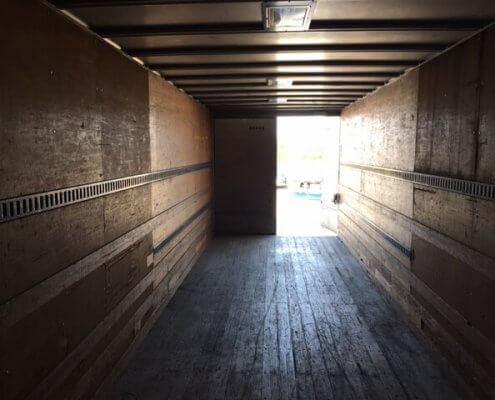 販売商品 トラック箱内観