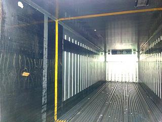 販売商品冷凍トラック箱の内観2