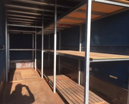 販売商品 トラック箱内部の棚2