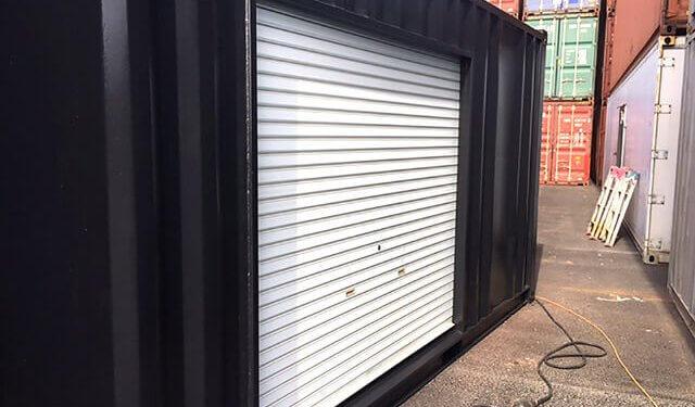 20フィートコンテナ倉庫 塗装黒:シャッター付き