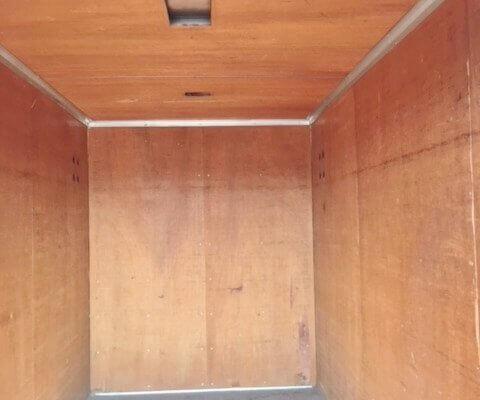 販売商品トラック箱の内部