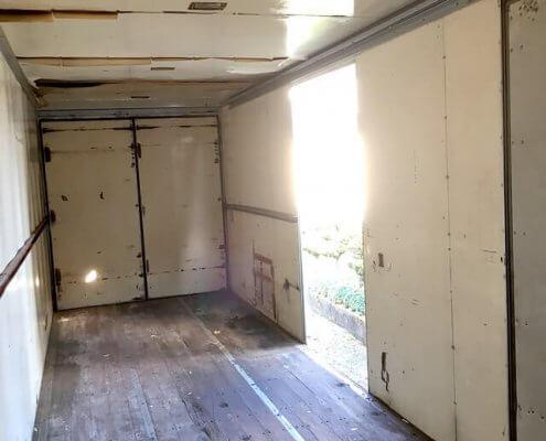 トラック箱内部1