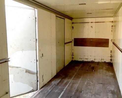トラック箱内部2