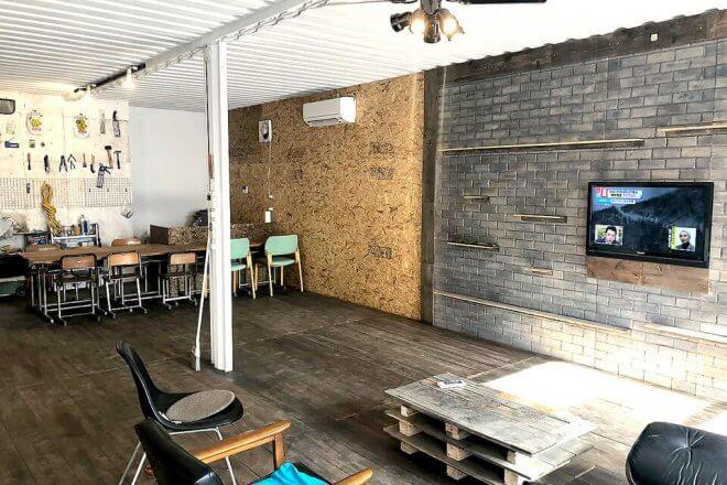 40フィートハイキューブコンテナを4本連結したオシャレな店舗型コンテナハウスの内観