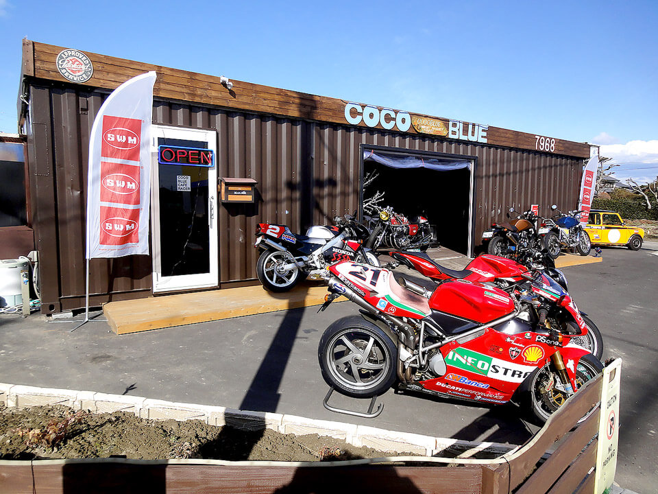 オシャレなバイク店舗型コンテナハウス